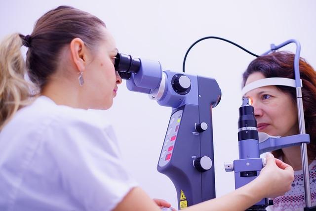 Oftalmologista. O profissional mais importante quando se trata de saúde ocular.