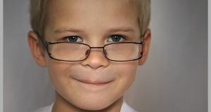 Hipermetropia, um erro refrativo comum em crianças e bebês. Entenda porquê.
