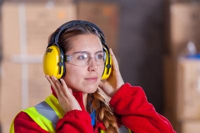 Acidentes no trabalho podem machucar os olhos e até cegar. Saiba se prevenir!