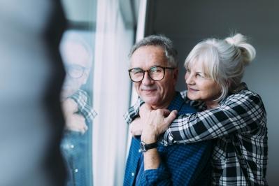 Dia 26 de junho é dia dos avós e quando o assunto é cuidar, vale para a visão também, principalmente se tratando de CATARATA.